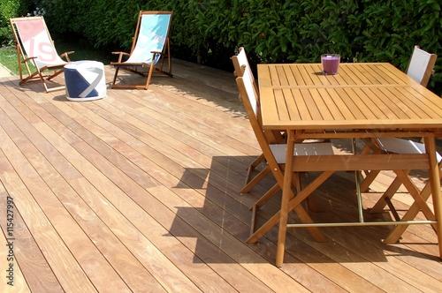 terrasse en bois exotique et salon de jardin photo libre de droits sur la banque d 39 images. Black Bedroom Furniture Sets. Home Design Ideas