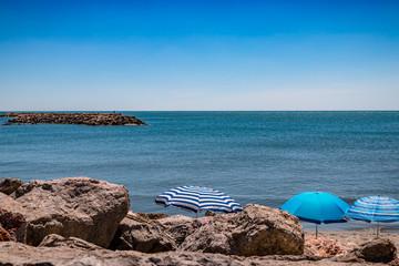 Parasols sur la plage des Saintes Maries-de-le-Mer