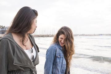 Israel, Tel Aviv, Young women walking on beach