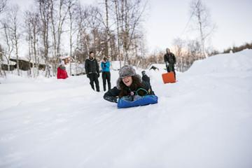 Sweden, Lapland, Hemavan, Friends with toboggans in winter