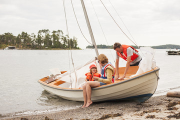 Sweden, Sodermanland, Stockholm archipelago, Musko, Family with child (4-5) wearing life jackets on sailboat