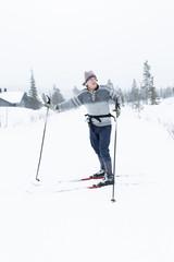 Sweden, Harjedalen, Vemdalen, Klovsjo, Mature man cross country skiing
