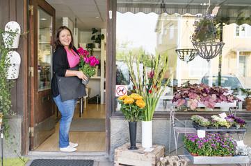 Sweden, Vastmanland, Portrait of florist in front of shop