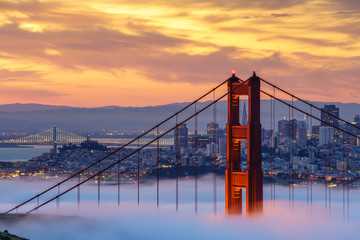 Foto op Canvas San Francisco Early morning low fog at Golden Gate Bridge