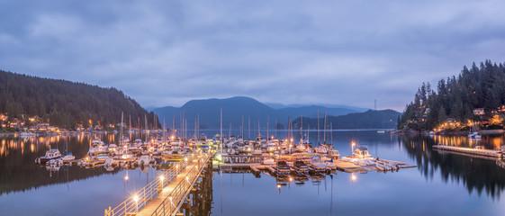 Hafen von Deep Cove, North Vancouver, Panorama zur Abenddämmerung