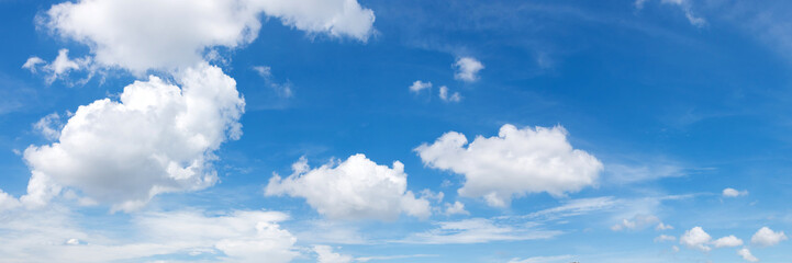 Poster de jardin Ciel Vibrant color panoramic sky with cloud on a sunny day.