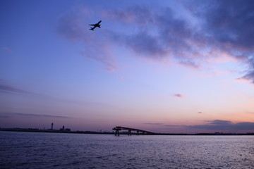 Jonanjima Seaside Park in Tokyo, JAPAN ( Visitors can closely observe boats passing through Tokyo Bay and airplanes landing at and taking off from Haneda Airport.)