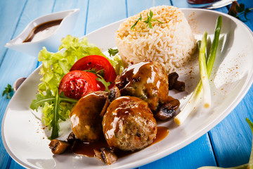 Roasted meatballs, rice and vegetables
