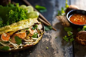 bahn xeo, crêpe vietnamienne au porc et crevettes