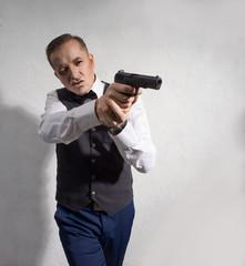 The agent shoots a TT pistol