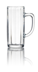 Bierkrug vor weißem Hintergrund