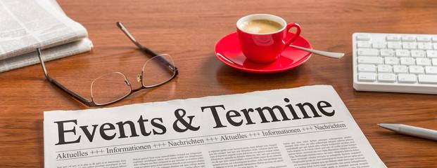 Zeitung auf Schreibtisch - Events und Termine