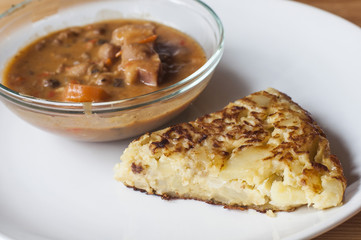 Spanish tapas: red beans stew and spanish tortilla.