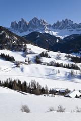 Winter landscape of St. Magdalena village and church, Geisler Spitzen (3060m), Val di Funes, Dolomites mountains, Trentino-Alto Adige, South Tirol (Tyrol), Italy, Europe