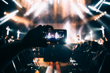 Taking Photos in a Rock Concert with a Mobile PHone