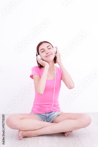essays about listening to music The soothing power of music is well-established it has a unique link to our emotions, so can be an extremely effective stress management tool listening to music can.