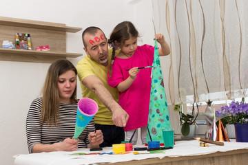 Familie beim malen