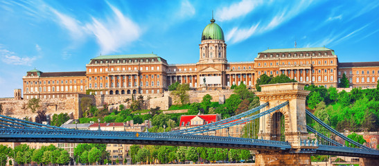 Fototapeten Budapest Budapest Royal Castle and Szechenyi Chain Bridge at day time fro