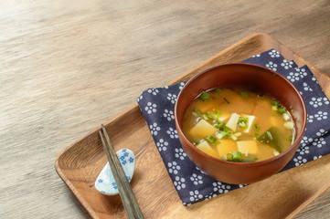 Foto: classic miso soup with tofu and wakame seaweed
