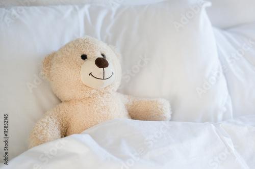 Teddy bear on bed stockfotos und lizenzfreie bilder auf for Schlafzimmer bild a ber bett