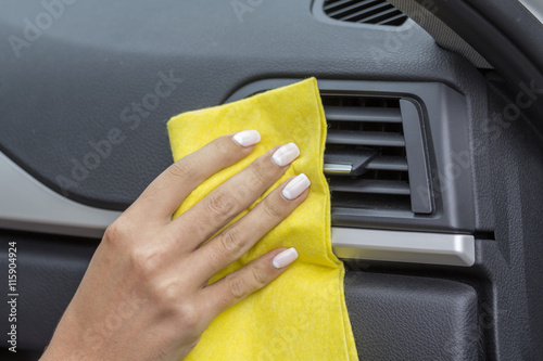 hands girls wipe yellow cloth car interiors imagens e fotos de stock royalty free no fotolia. Black Bedroom Furniture Sets. Home Design Ideas