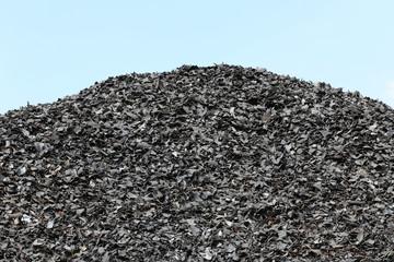 geschredderte Altreifen auf Recyclinghof