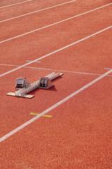 Fototapete - Laufbahnen bzw. Kampfbahnen auf einem Sportplatz