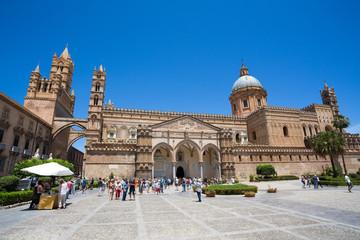 La pose en embrasure Palerme Cathedral of Palermo on the blue sky