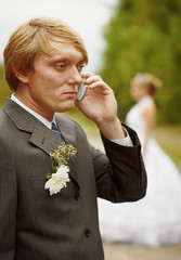 Groom speaks by phone , forgotten about bride
