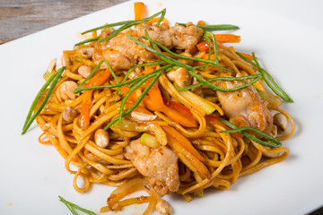 Thai fried noodles with chicken