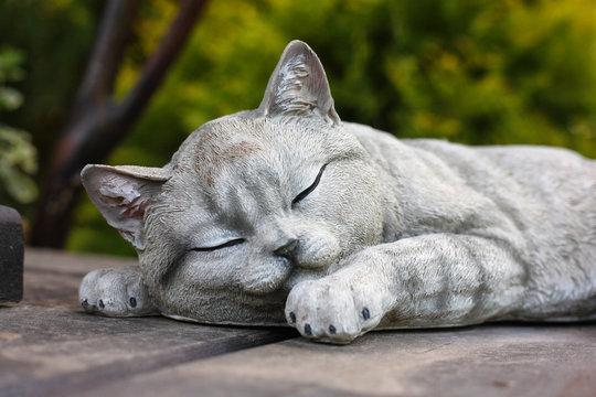 Figurines - sleeping cat