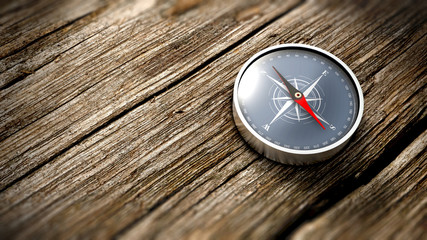 Gros plan sur une boussole indiquant le Nord sur une table en bois. Concept d'objectif. Rendu 3D