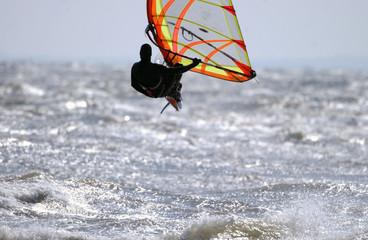 springender surfer