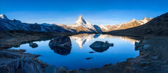 Wall Mural - Stellisee und Matterhorn Panorama bei Zermatt, Schweiz