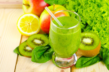 Healthy green smoothie with spinach, kiwi, apples, salad and mint in glass