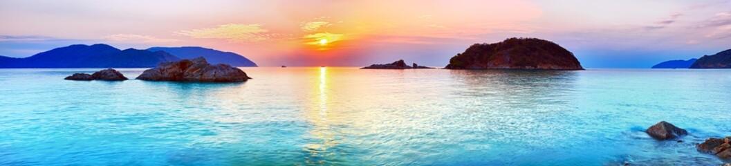 Fototapeta Sunrise over the sea. Con Dao. Vietnam obraz