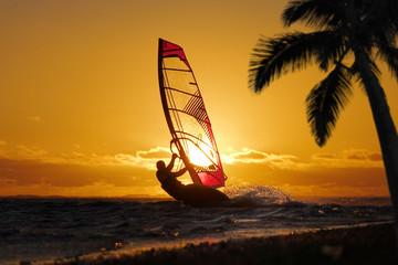 Windsurf au crépuscule.