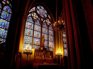 パリ・ノートルダム大聖堂のステンドグラス
