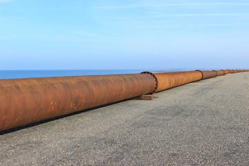 Eisenrohre - Sandvorspülung am Meer