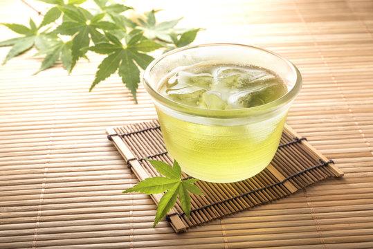 冷たい緑茶