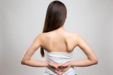 肩甲骨 / 若い女性