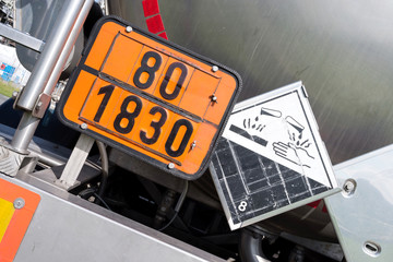 orange-colored plate with hazard-identification number 80 and UN-Number 1830 (sulphuric acid with more than 51% acid)