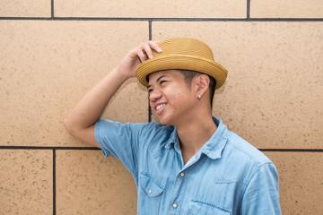 カジュアルな日本人とフィリピン人のハーフの男性
