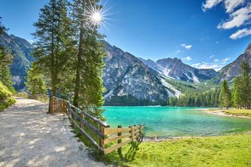 Bergwandern um den Pragser Wildsee, Dolomiten im Sommer