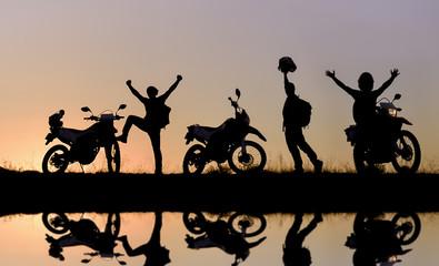 motorsiklet maceracıları silüet