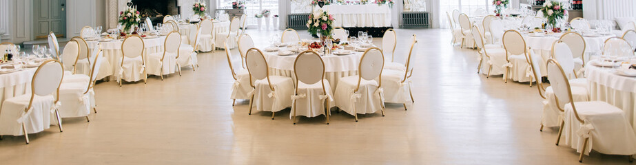 Elegant wedding reception white table arrangement, floral centerpiece decoration, restaurant