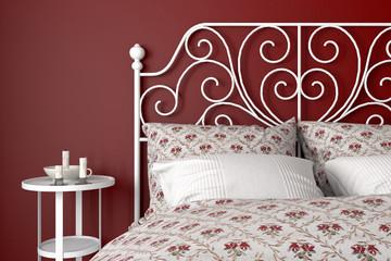 Schlafzimmer mit Eisenbett