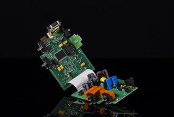 Zwei Elektronik Platinen über Flachbandkabel verbunden
