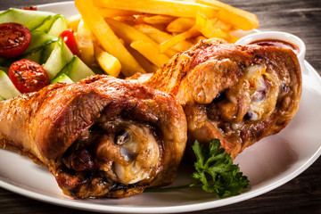 Grilled turkey legs with chips and vegetables