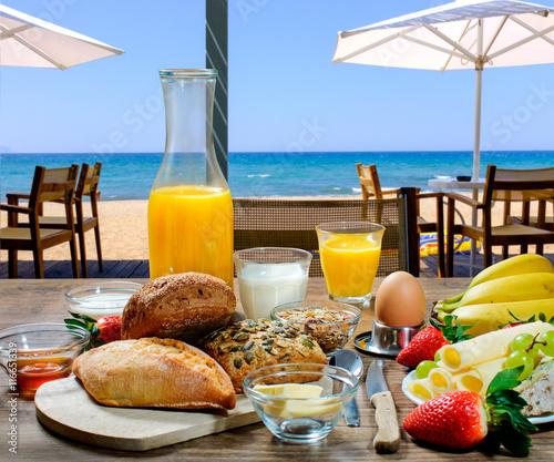Nice Frühstück In Einem Hotel Am Strand